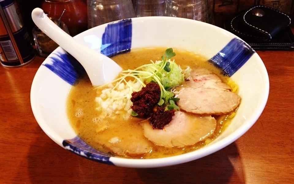 夏バテも吹っ飛ぶ辛さ!横浜の「らーめん春友流」で旨辛らーめんを食べてきた!