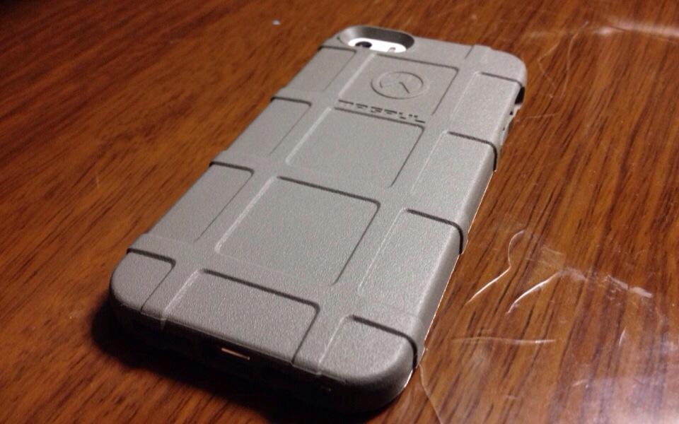アメリカの銃器メーカー「Magpul」が作った薄くて軽くて堅いiPhone 5s/5ケース「Field Case」