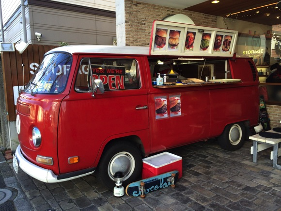 目黒区柿の木坂にあるお洒落カフェ「STORAGE」に来ていた激ウマハンバーガーショップ