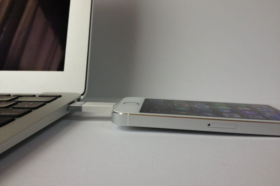 Apple認証済みの鍵型Lightningケーブルが充電も同期もできて便利!