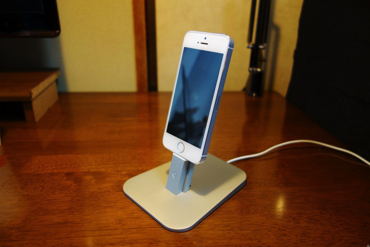 アルミ製iPhone充電スタンドTwelve South HiRiseがお洒落で操作しやすくて気に入った!