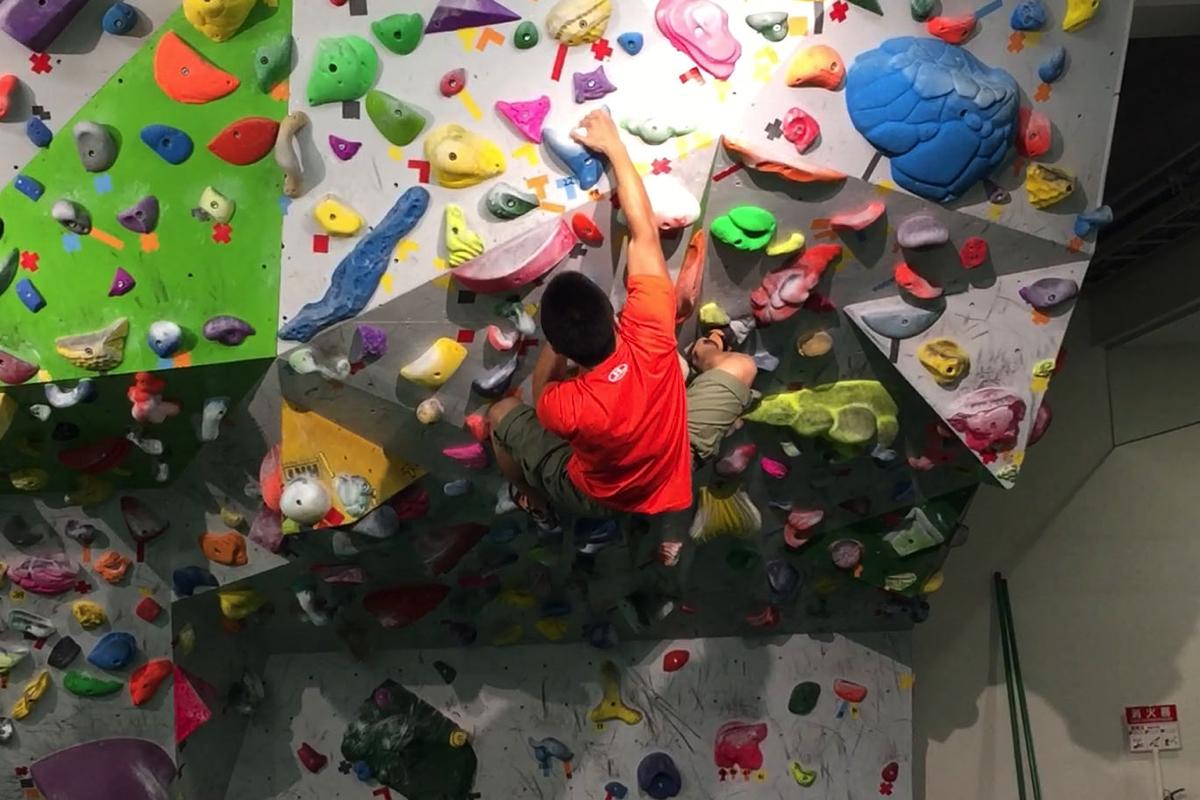 ボルダリングでルーフ(天井みたいな壁)を登るコツが掴めた気がする