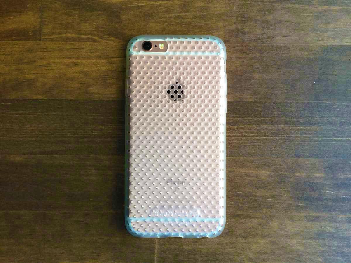 iPhone6sの色を隠さないAndMeshのメッシュケース クリアー