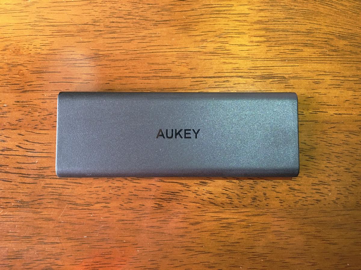 Lightningケーブルで充電できるAukeyのモバイルバッテリー