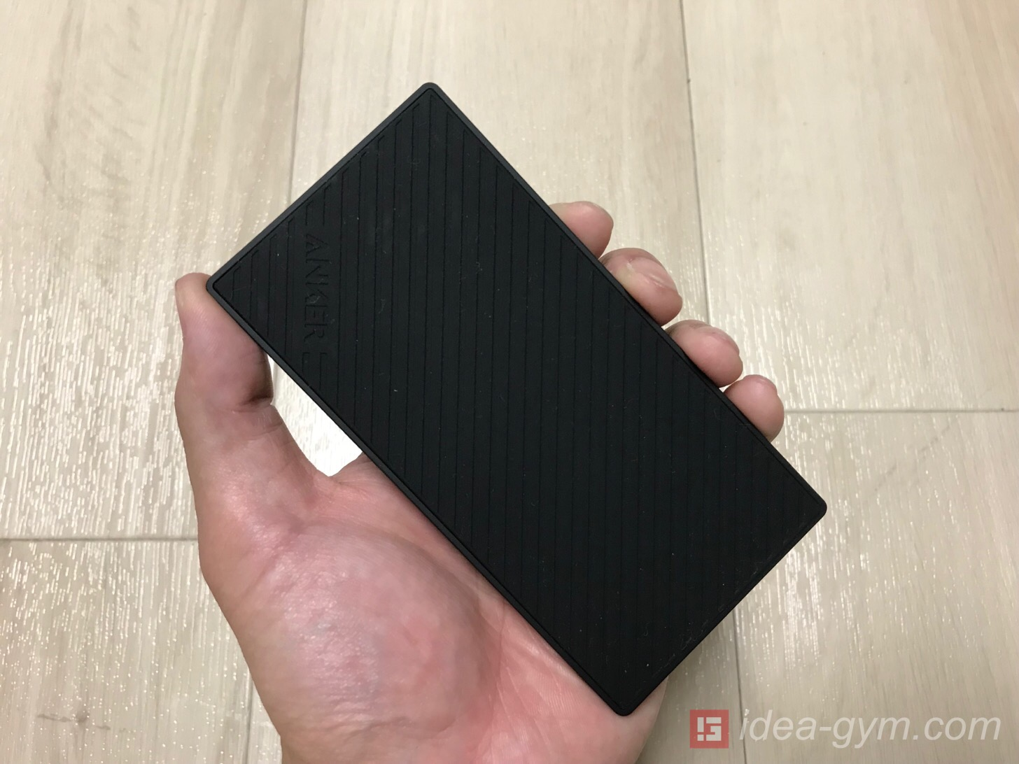 重ねて持ちやすい薄型モバイルバッテリーAnker PowerCore Slim 5000